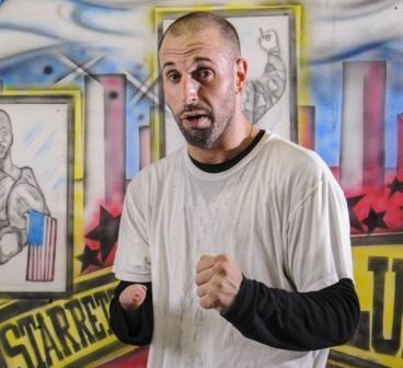 Однорукий боксер Майкл Константино избил трех полицейских (1)