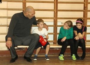 Николай Валуев: Однажды для больных детишек я сыграл Деда Мороза (1)