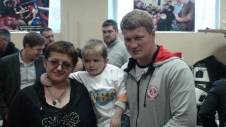 Поветкин, Бахтин и Александров вручили подарки от WBO детям (видео) (4)