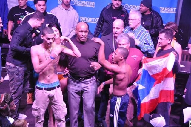 Майк Тайсон остановил драку боксеров! (видео) (2)
