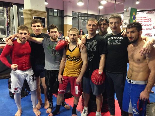 Али Багаутинов вылетает в США на бой с Джоном Линекером (1)