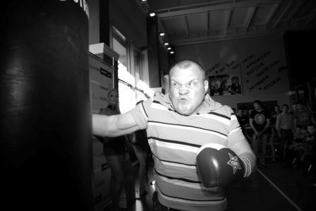 Сергей Ковалев принял участие в чемпионате Москвы по силе удара (видео) (1)
