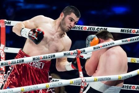 Артур Бетербиев нокаутировал соперника в первом раунде (1)