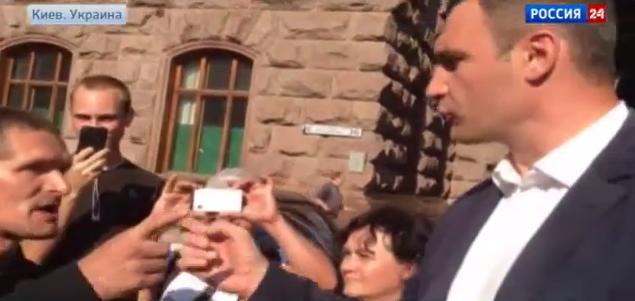 Виталий Кличко предложил обитателю Майдана сойтись в кулачном бою (3)