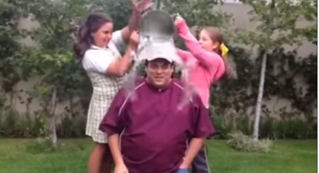 Маурисио Сулейман, Майк Тайсон и Рэй Леонард облились ледяной водой (2)