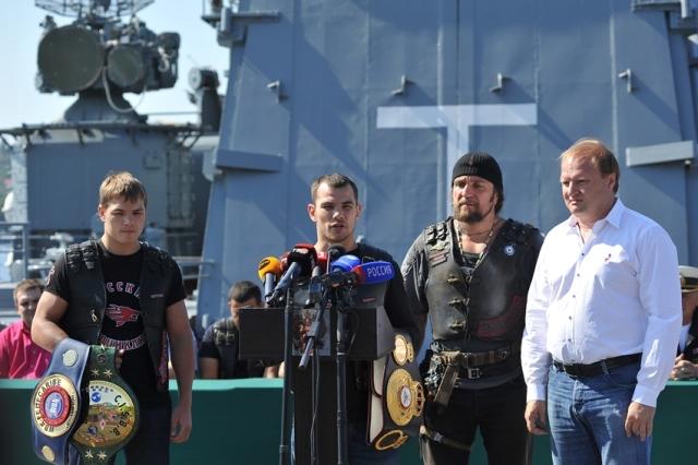 Дмитрий Чудинов и его соперник взвесились в Севастополе (1)