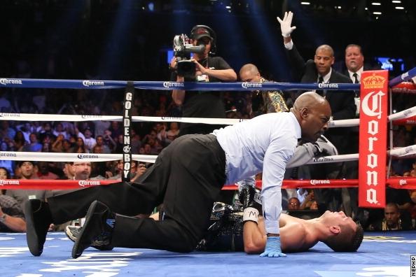 Дэнни Гарсия жестоко нокаутировал своего соперника (4)