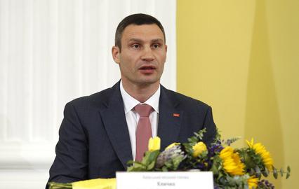 Украинский депутат попытался избить Виталия Кличко (1)