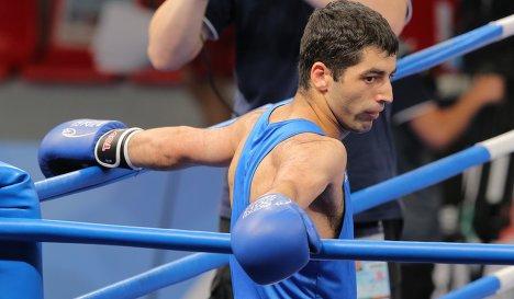 Миша Алоян и Армен Закарян одеживают победы в AIBA Pro Boxing (1)