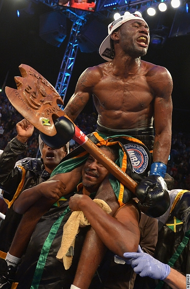Чемпион Николас Уотерс уничтожил супер чемпиона Нонито Донэйра (1)