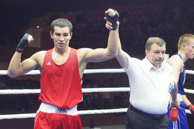 AIBA Pro Boxing: Айрапетян проигрывает, Чеботарев начинает с победы (2)