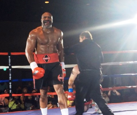 Шеннон Бриггс нокаутировал 50-го соперника! (1)