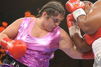 Соня Ламонакис - самая сильная боксерша в мире (1)