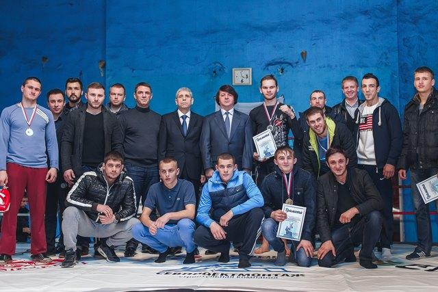 В Севастополе состоялся турнир по ММА ко Дню Воинской Славы России (1)