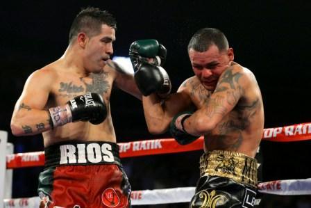 Брэндон Риос разгромил Майка Альварадо (1)