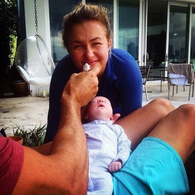 Владимир Кличко показал миру свою новорожденную дочь (2)