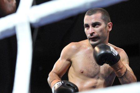 Вик Дарчинян нокаутировал Хуана Хименеса в девятом раунде (1)