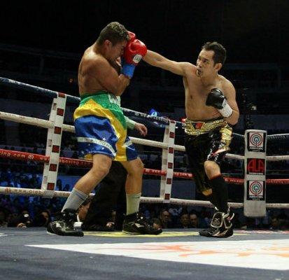 Нонито Донэйр нокаутировал Вильяма Прадо во втором раунде (1)