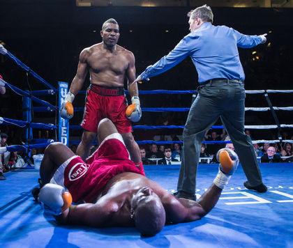 51-летний Донован Раддок вернулся с победой на ринг (1)