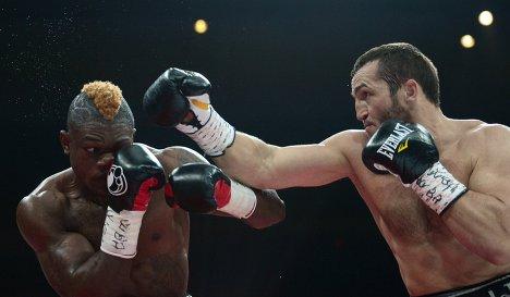 Денис Лебедев победил Йоури Каленгу единогласным решением судей (1)