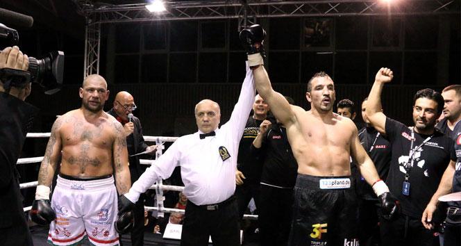 Фират Арслан с победой вернулся на ринг (1)