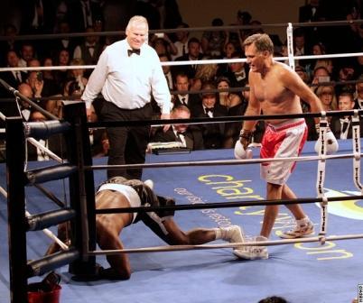 Экс-кандидат в президенты США Митт Ромни провел бой с Эвандером Холифилдом (2)