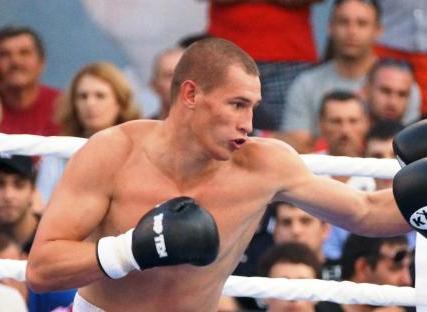 Руслан Файфер победил Владимира Гончарова (1)