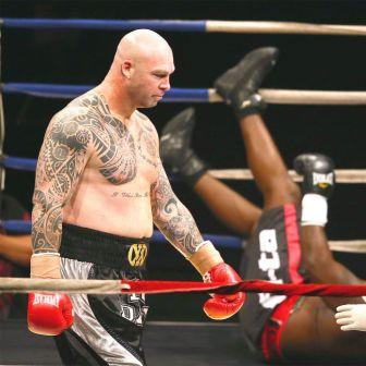 Лукас Браун нокаутировал боксера ростом 2 м 16 см (1)