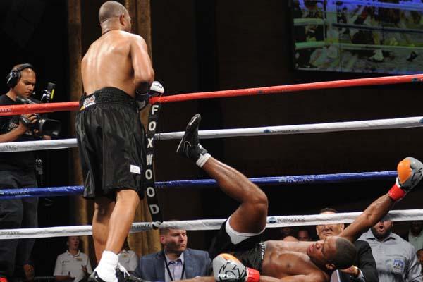 Рой Джонс младший брутально нокаутировал Эрика Уоткинса (1)