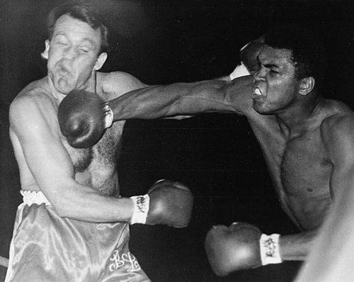 Бокс в этот день: Как Мохаммед Али нокаутировал Брайана Лондона (1)