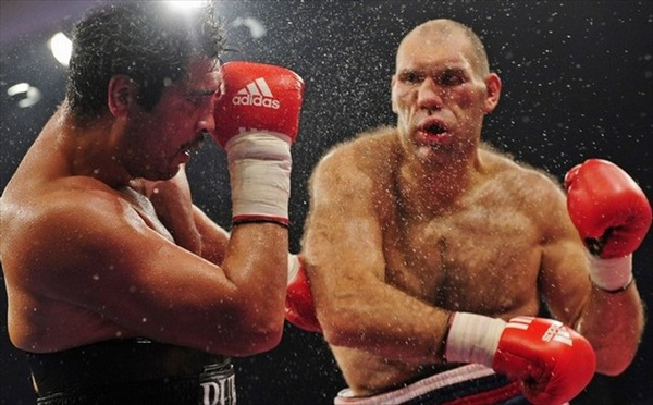 Бокс в этот день: Как Николай Валуев в реванше победил Джона Руиса (1)
