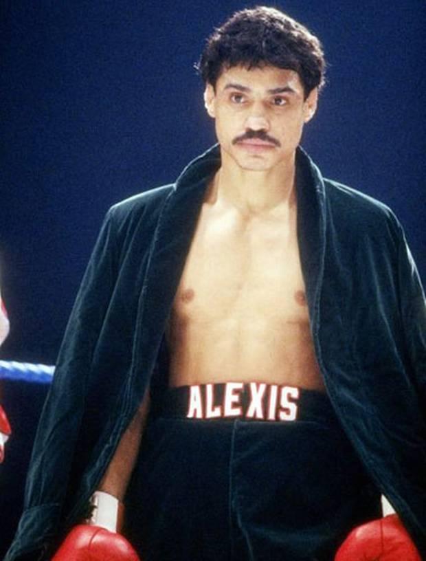 Бокс в этот день: Алексис Аргуэлло остановил Корнелиуса Эдвардса (1)