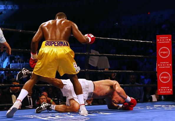 Адонис Стивенсон нокаутировал Томми Карпенси в третьем раунде (1)