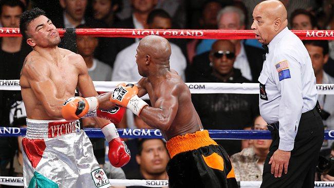 Бокс в этот день: Флойд Мэйвезер нокаутировал Ортиса за удар головой (1)