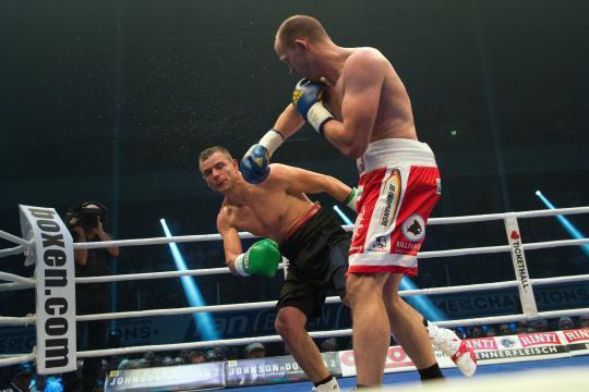 Юрген Бремер заставил капитулировать Конни Конрада в седьмом раунде (1)