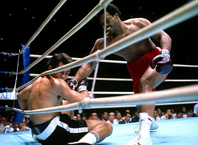 Бокс в этот день: Как Джордж Форман избил Хосе Романа (1)