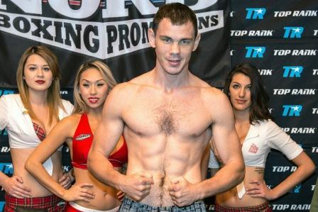 Егор Мехонцев победил, несмотря на нокдаун (1)