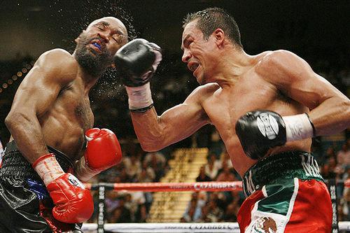 """Бокс в этот день: Как Хуан Мануэль Маркес """"разрушил"""" Касамайора  (2)"""
