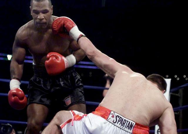 Бокс в этот день: Как Майк Тайсон сломал Анджею Голоте кость (2)