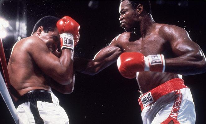 Бокс в этот день: Как Ларри Холмс побил Мохаммеда Али (2)