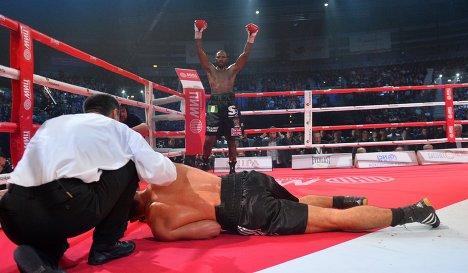 Ола Афолаби нокаутировал Рахима Чахкиева в пятом раунде (1)