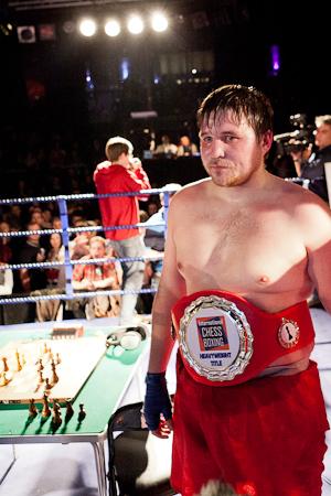 Николай Сажин в четвертый раз стал чемпионом Мира в супертяжелом весе по шахбоксу (1)