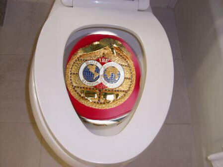 Тайсон Фьюри выбросил в унитаз пояс чемпиона Мира (1)