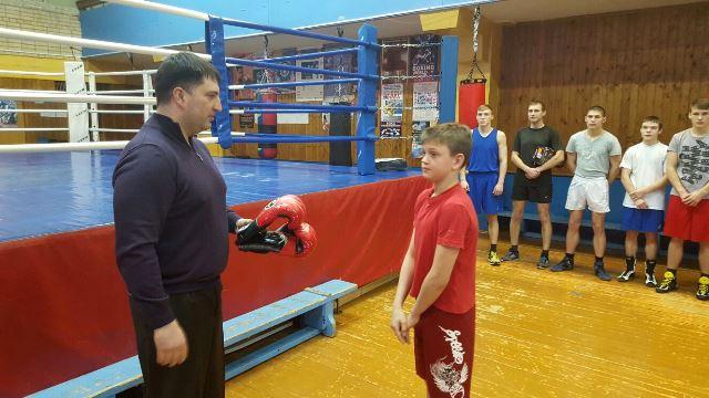 """Дети получили боксерскую экипировку в подарок от премии """"Звезда бокса"""" (1)"""