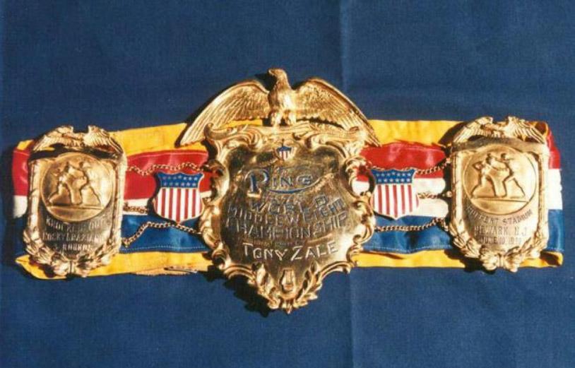 Майк Тайсон предлагает награду за украденные чемпионские пояса (2)