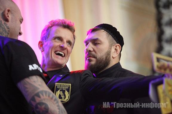 Руслан Чагаев легче Лукаса Брауна на килограмм  (2)