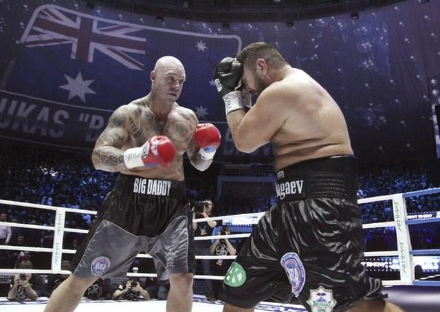 Лукас Браун нокаутировал Руслана Чагаева в десятом раунде (1)