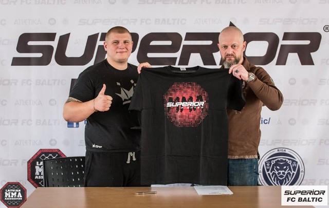 Латвийские бойцы ММА подписали контракты с Superior Fс (1)
