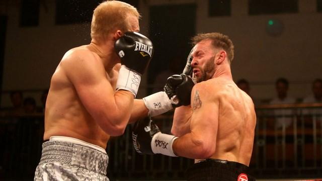 Дмитрий Кучер нокаутировал Энцо Маккаринелли в первом раунде (1)