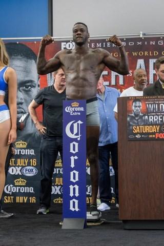 Крис Арреола перевесил Деонтея Уайлдера на 15 кг  (3)